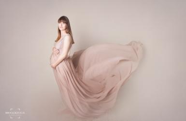 Sukienka beżowa do sesji ciążowych